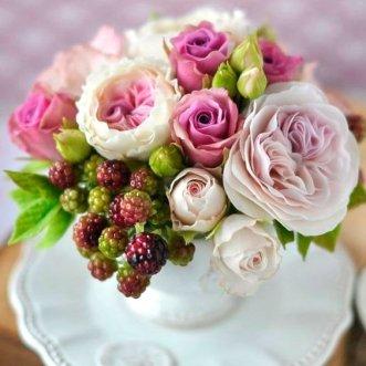 Композиция из пионовидных роз