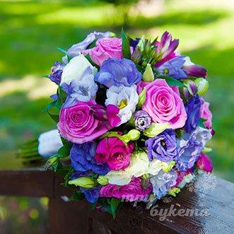 Букет невесты из роз, альстромерий и эустом