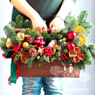 Новогодний ящик с красным декором