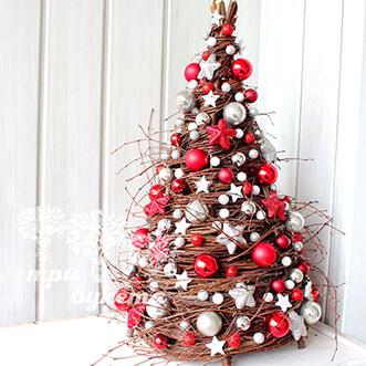 Новогодняя елочка с красным декором