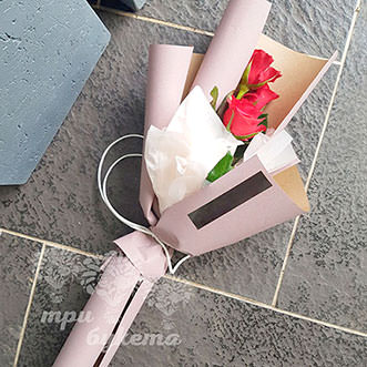 Мини-букет из 3 красных роз