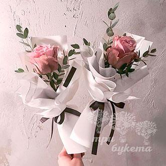 Мини-букет из розы и эвкалипта
