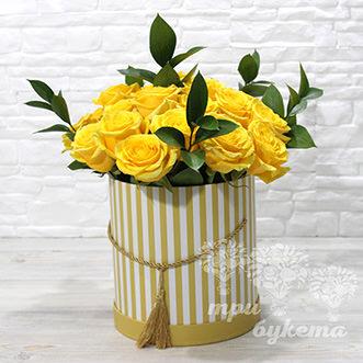 Жёлтый букет в шляпной коробке